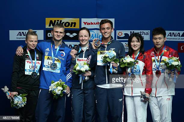 Gold medallists Rebecca Gallantree and Tom Daley of Great Britain poses with silver medallists Oleksandr Gorshkovozov and Luliia Prokopchuk of the...