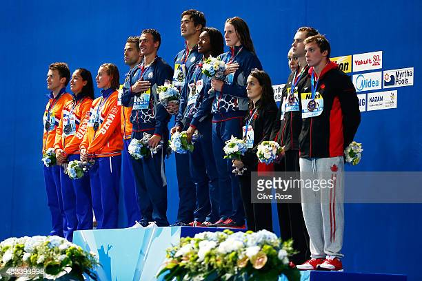 Gold medallists Ryan Lochte Nathan Adrian Simone Manuel and Missy Franklin of the United States pose with silver medallists Ranomi Kromowidjojo Femke...