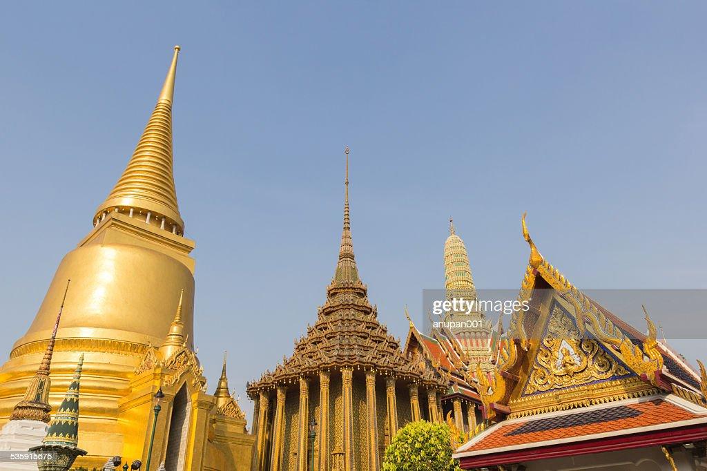 Oro, pagoda in Wat Phra Kaew, Tailandia : Foto de stock