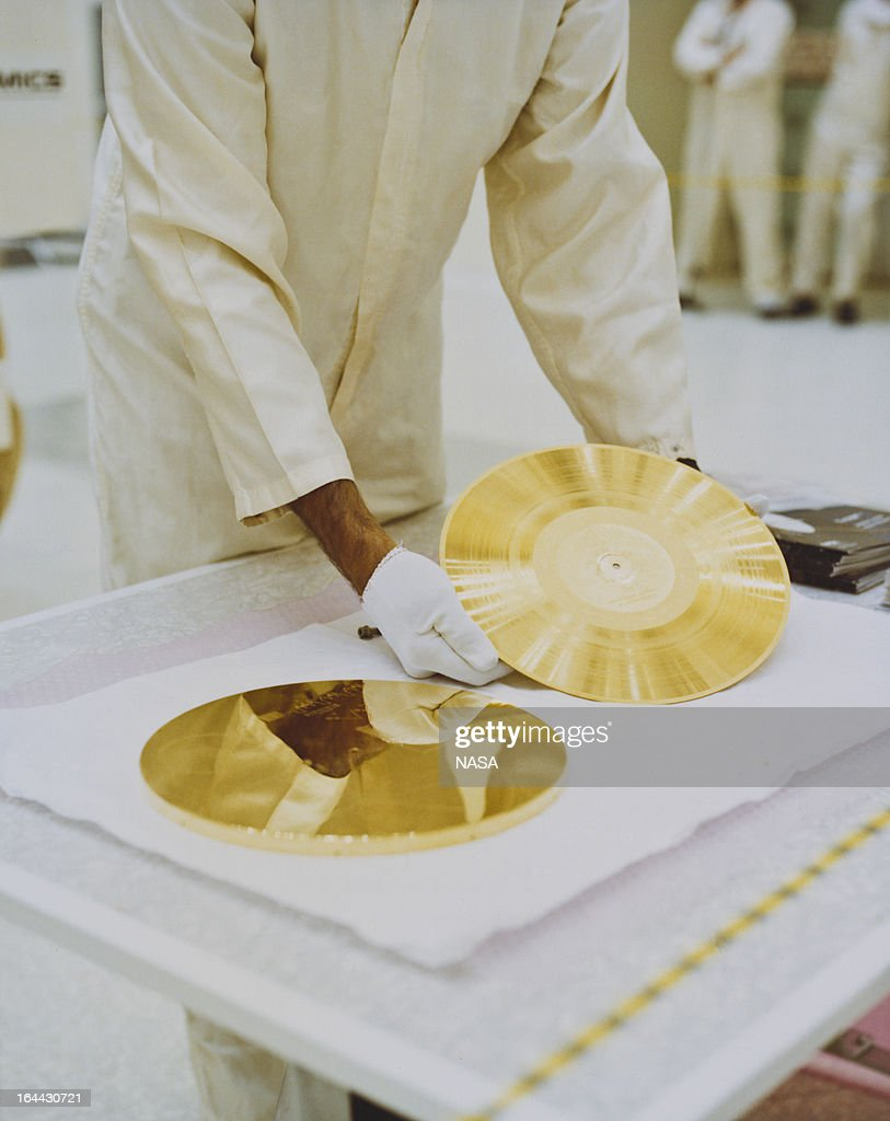 A gold record ready to be attached to a Voyager space probe, USA, circa 1977. Voyager 1 and its identical sister craft Voyager 2 were launched in 1977 to study the outer Solar System and eventually interstellar space. The record, entitled 'The Sounds Of Earth' contains a selection of recordings of life and culture on Earth. The cover contains instructions for any extraterrestrial being wishing to play the record.