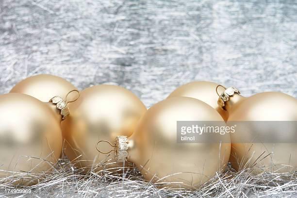 Boules de Noël or en satin sur silver Guirlande