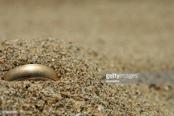 Gold Hochzeit Ring Lost in the Sand