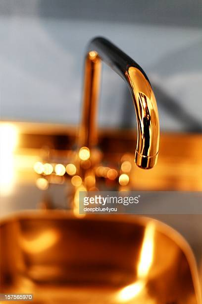 golden faucet - vertikal shot