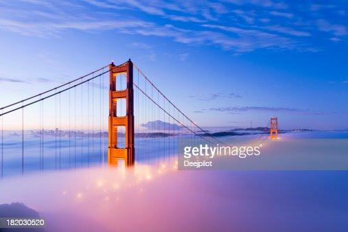 ゴールデンゲートブリッジに霧サンフランシスコ