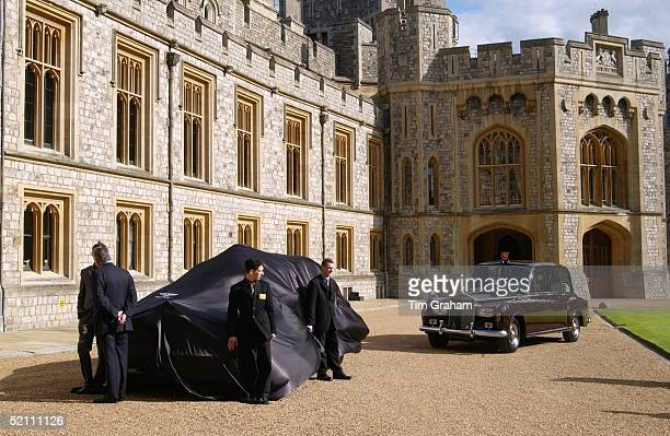 Golden Jubilee Gift For Queen Elizabeth II Under Wraps At Windsor Castle A New Bentley State Limousine Car Presented On Behalf Of A Consortium Of...