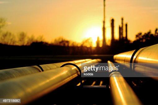 ゴールドに積み重なった石油精製所 : ストックフォト