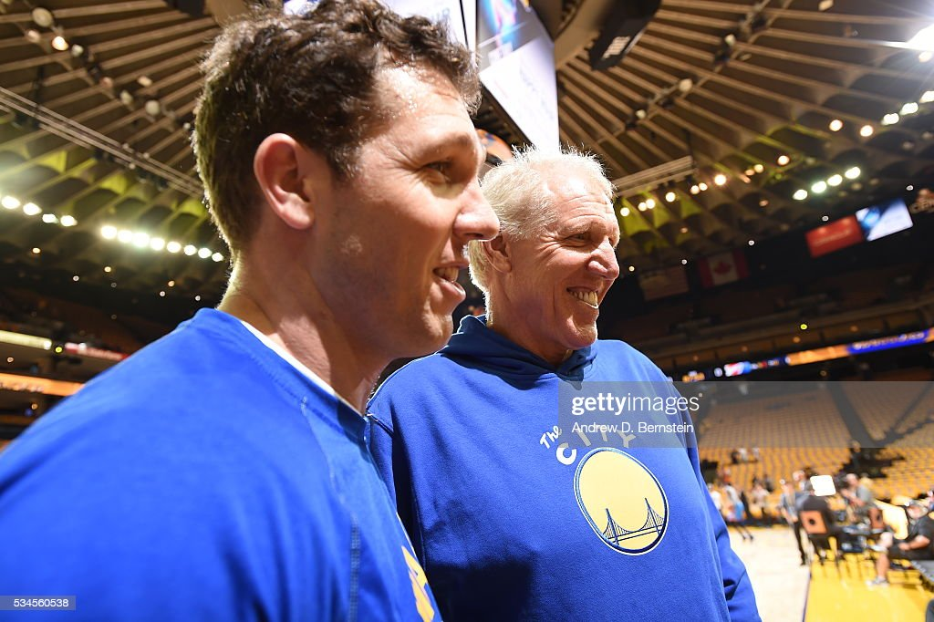 Golden State Warriors assistant coach <a gi-track='captionPersonalityLinkClicked' href=/galleries/search?phrase=Luke+Walton+-+Basketspelare&family=editorial&specificpeople=202565 ng-click='$event.stopPropagation()'>Luke Walton</a> and <a gi-track='captionPersonalityLinkClicked' href=/galleries/search?phrase=Bill+Walton&family=editorial&specificpeople=202884 ng-click='$event.stopPropagation()'>Bill Walton</a> talk before Game Five of the Western Conference Finals against the Oklahoma City Thunder during the 2016 NBA Playoffs on May 26, 2016 at ORACLE Arena in Oakland, California.