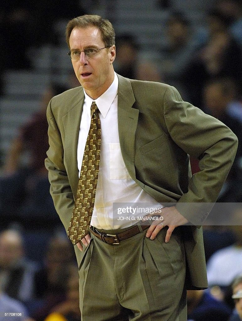 Golden State Warriors head coach Dave Cowens watc