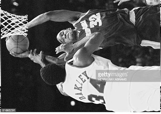 Golden State Warriors' Joe Smith takes a rebound away from the New York Knicks' Charles Oakley in the first quarter at Madison Square Garden 12...