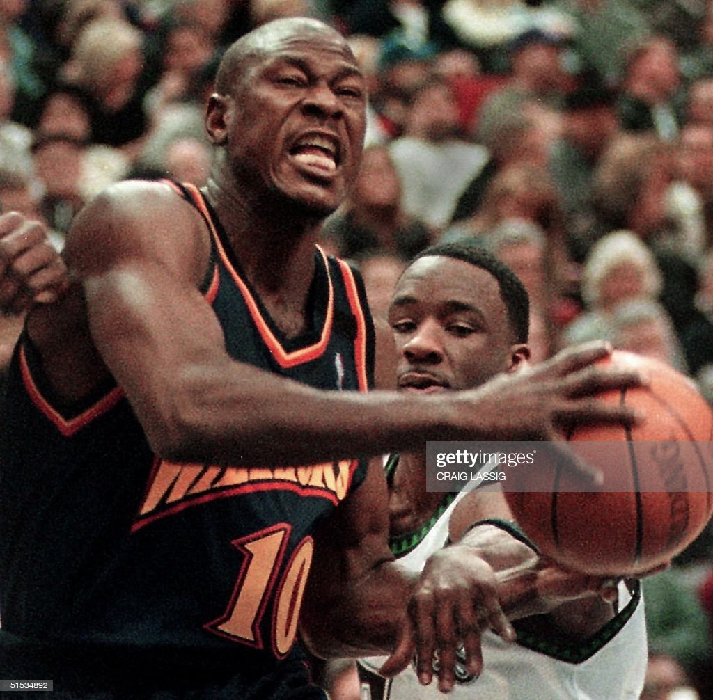 Golden State Warriors Mookie Blaylock L drives
