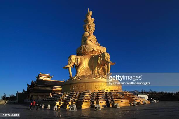 Golden Statue on the summit of Mt Emei