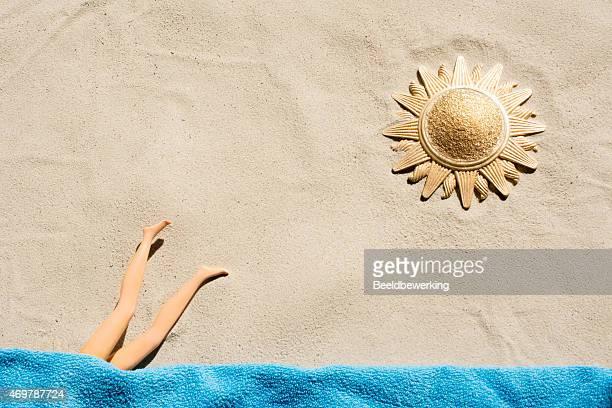 Golden sun Modepuppe Tauchen Handtuch auf den Strand