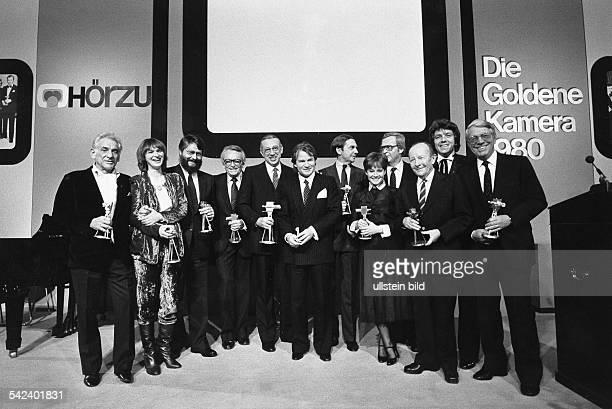 Goldene Kamera der Programmzeitschrift 'Hör zu' Preisträger in Berlin Leonard Bernstein Elke Heidenreich Peter Gatter Werner Baecker Horst Tappert...