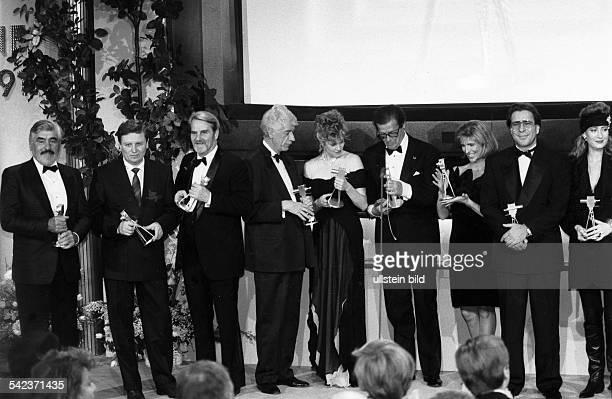 Goldene Kamera der Programmzeitschrift 'Hör zu' Preisträger Mario Adorf Oleg Trofimowskij Gerd Ruge Rudi Carrell Melanie Giffith Roger Moore Susanne...