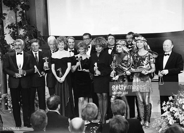 Goldene Kamera der Programmzeitschrift 'Hör zu' Preisträger Mario Adorf Oleg Trofimowskij Rudi Carrell Melanie Griffith Gerd Ruge Susanne Holst Roger...