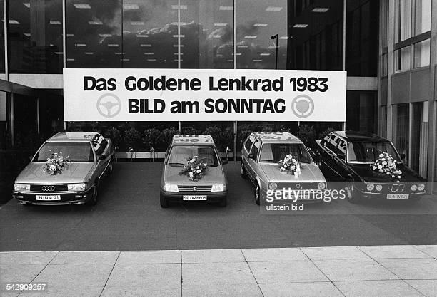 Goldenes Lenkrad 1981Verleihung im Verlagshaus in Berlinprämierte Modell vl Audi 200 Turbo Peugeot 205 VW Golf und BMW 524 TD