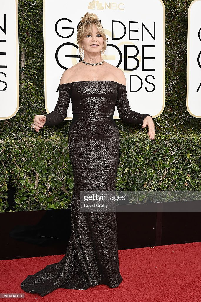goldie-hawn-attends-the-74th-annual-golden-globe-awards-arrivals-at-picture-id631313414