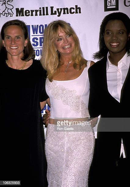 Goldie Hawn Briana Scurry and Guest during 20th Annual Salute to Women in Sports October 18 1999 at WaldorfAstoria Hotel in New York City New York...