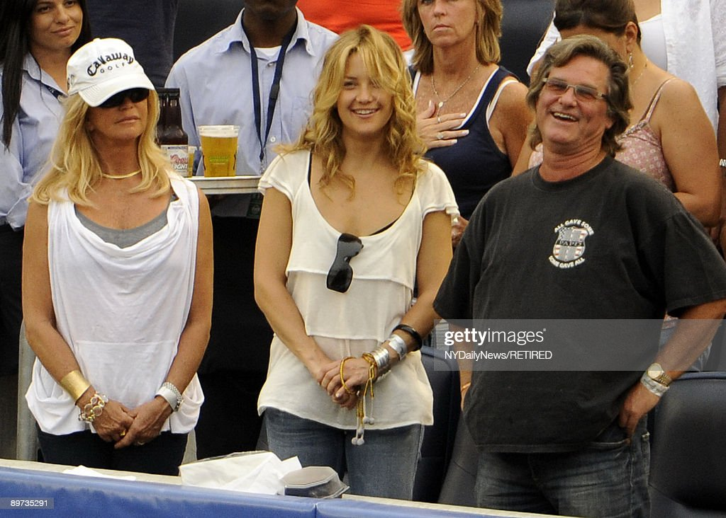 Kate Hudson, Goldie Hawn & Kurt Russell Attend NY Yankees ...
