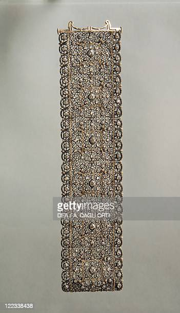 Goldsmith's art Italy 20th century Mario Buccellati lace pattern gold and silver band bracelet set with diamonds 1920s