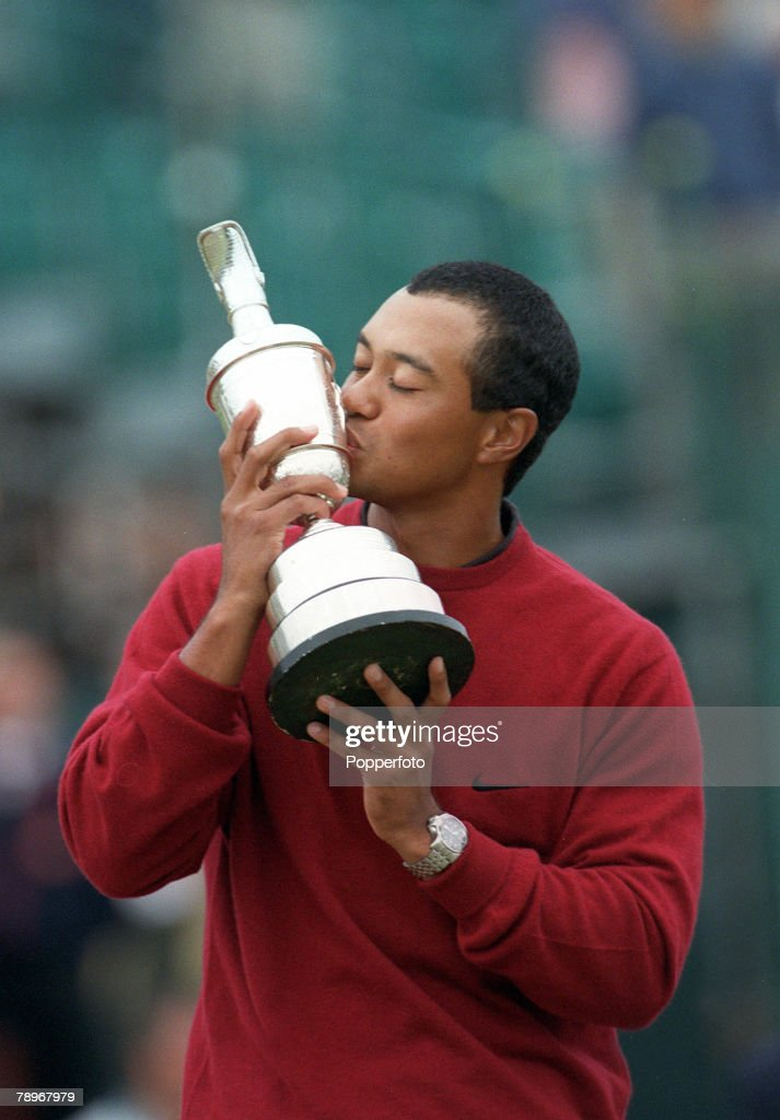 Golf, 2000 British Open Golf Championship, St, Andrews, Scotland, 23rd July 2000, <a gi-track='captionPersonalityLinkClicked' href=/galleries/search?phrase=Tiger+Woods&family=editorial&specificpeople=157537 ng-click='$event.stopPropagation()'>Tiger Woods</a>, USA with the trophy