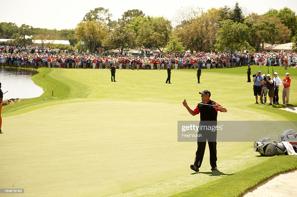 Tiger Woods upset after missing putt on No 18 green during Monday playoff at Bay Hill Club & Lodge. Fred Vuich F165 )