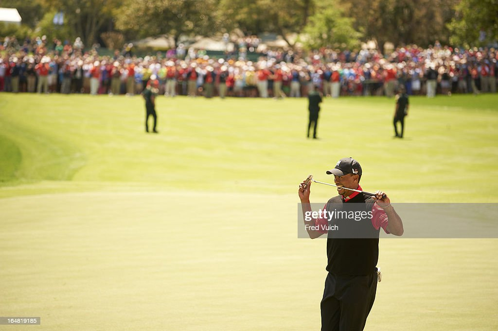 Tiger Woods upset after missing putt on No 18 green during Monday playoff at Bay Hill Club & Lodge. Fred Vuich F169 )