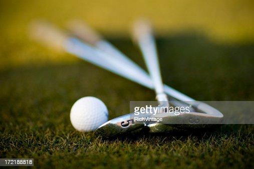 ゴルフボールおよびアイアンズ