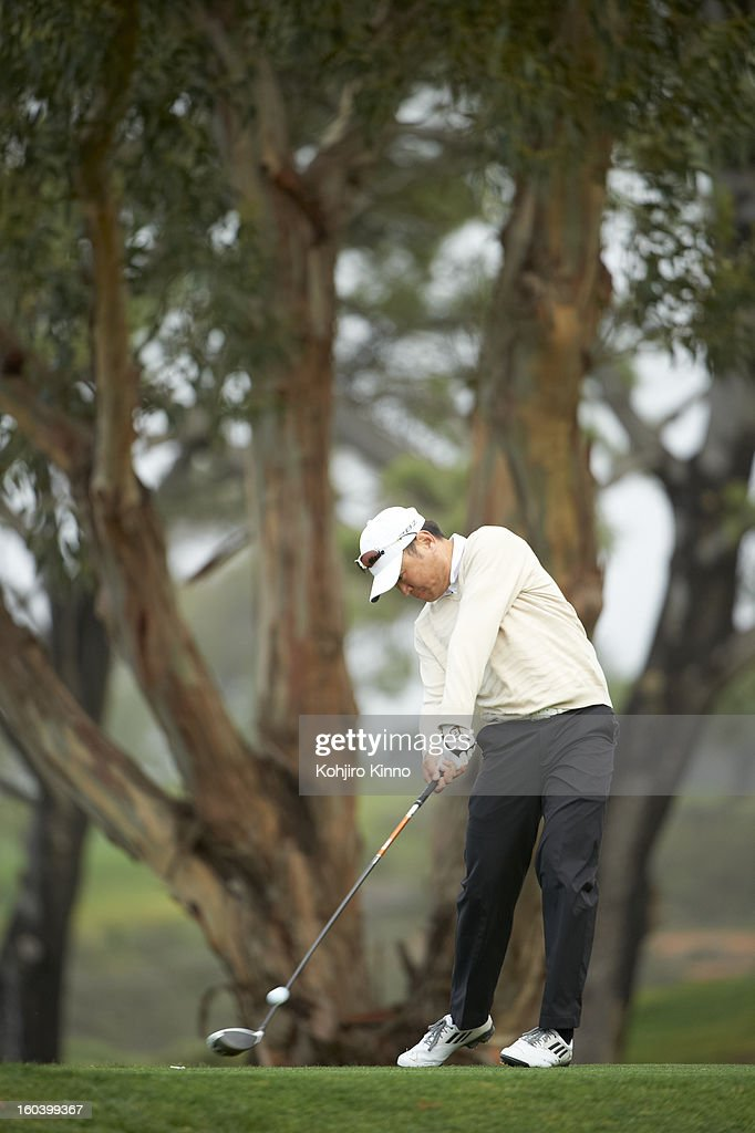 Charlie Wi in action, drive during Sunday play at Torrey Pines GC. Kohjiro Kinno F112 )