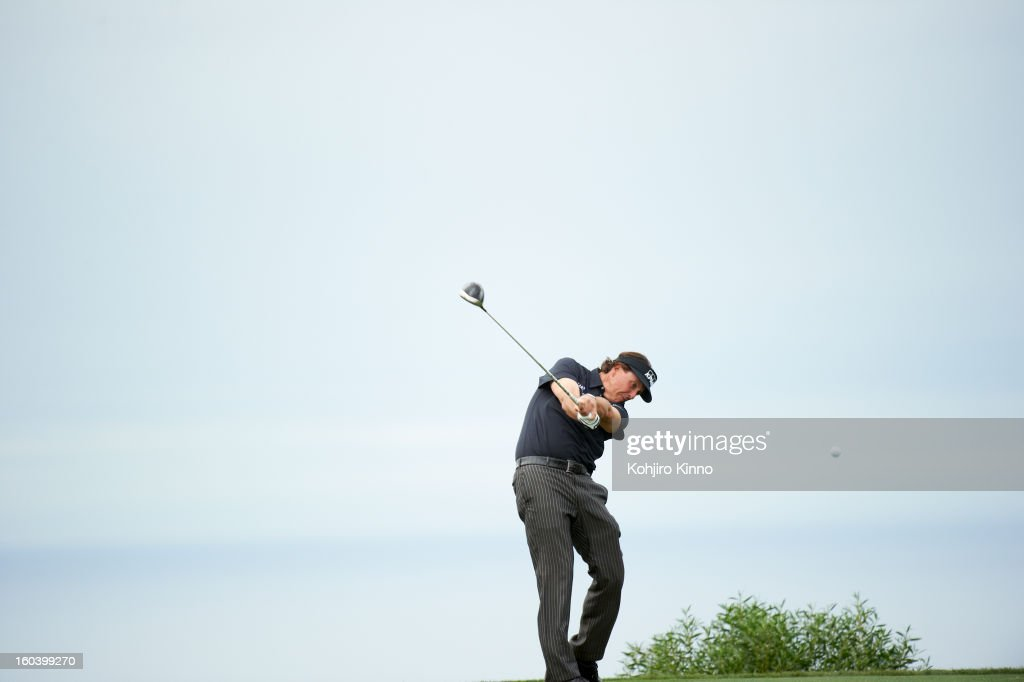 Phil Mickelson in action, drive during Thursday play at Torrey Pines GC. Kohjiro Kinno F86 )