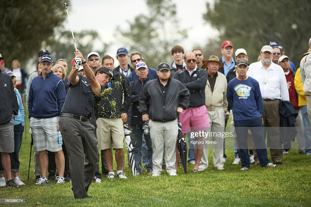 Phil Mickelson in action during Thursday play at Torrey Pines GC. Kohjiro Kinno F130 )