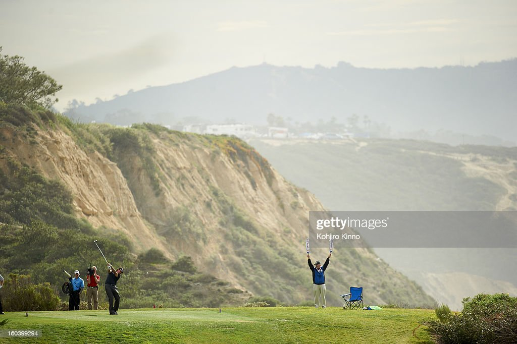 Scenic view of Phil Mickelson in action, drive during Thursday play at Torrey Pines GC. Kohjiro Kinno F290 )