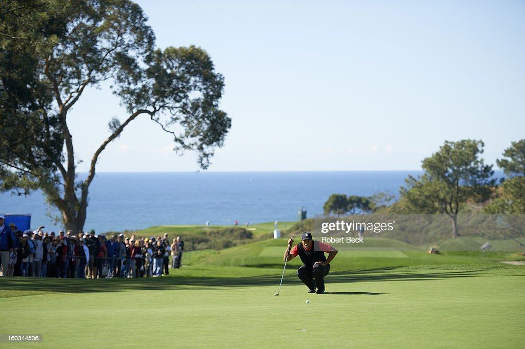 Scenic view of Tiger Woods reading the green during Monday play at Torrey Pines GC. Robert Beck F4 )