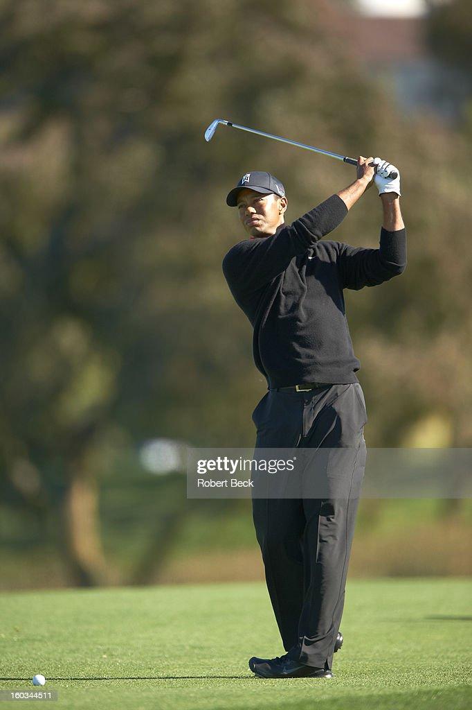 Tiger Woods in action during Monday play at Torrey Pines GC. Robert Beck F3 )