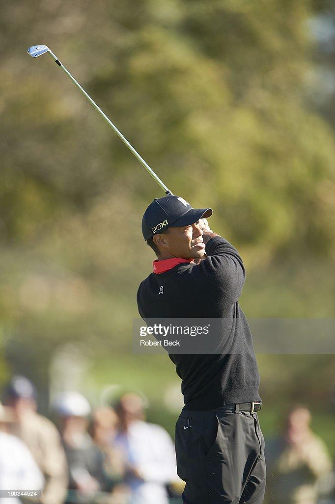 Tiger Woods in action during Monday play at Torrey Pines GC. Robert Beck F56 )