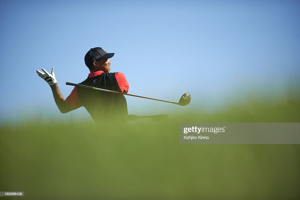 Tiger Woods in action during Monday play at Torrey Pines. Kohjiro Kinno F2 )