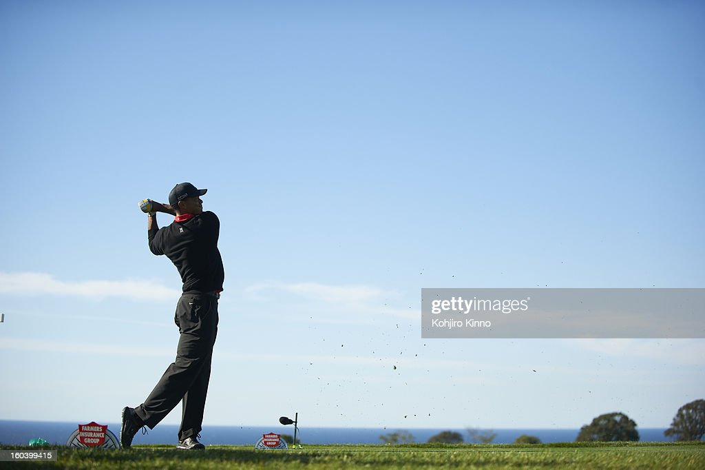Tiger Woods in action during Monday play at Torrey Pines. Kohjiro Kinno F8 )