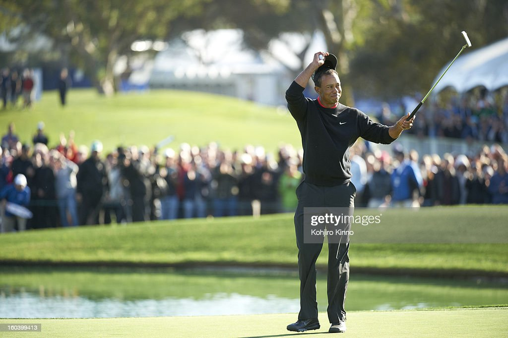 Tiger Woods victorious during Monday play at Torrey Pines. Kohjiro Kinno F46 )