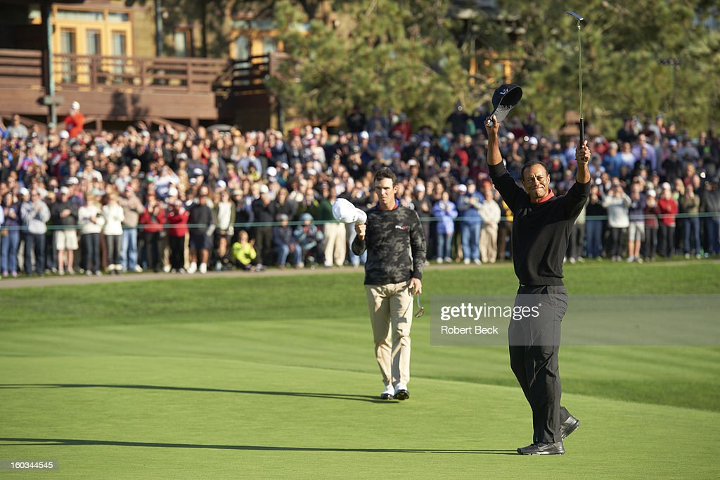 Tiger Woods victorious on No 18 green after winning tournament on Monday at Torrey Pines GC. Robert Beck F17 )