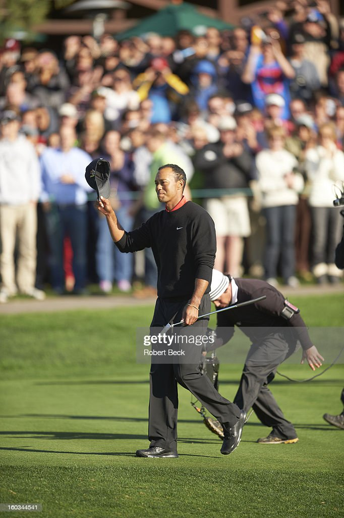 Tiger Woods victorious, walking to No 18 green during Monday play at Torrey Pines GC. Robert Beck F45 )