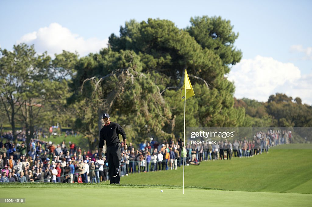 Tiger Woods watches his ball during Monday play at Torrey Pines GC. Robert Beck F17 )