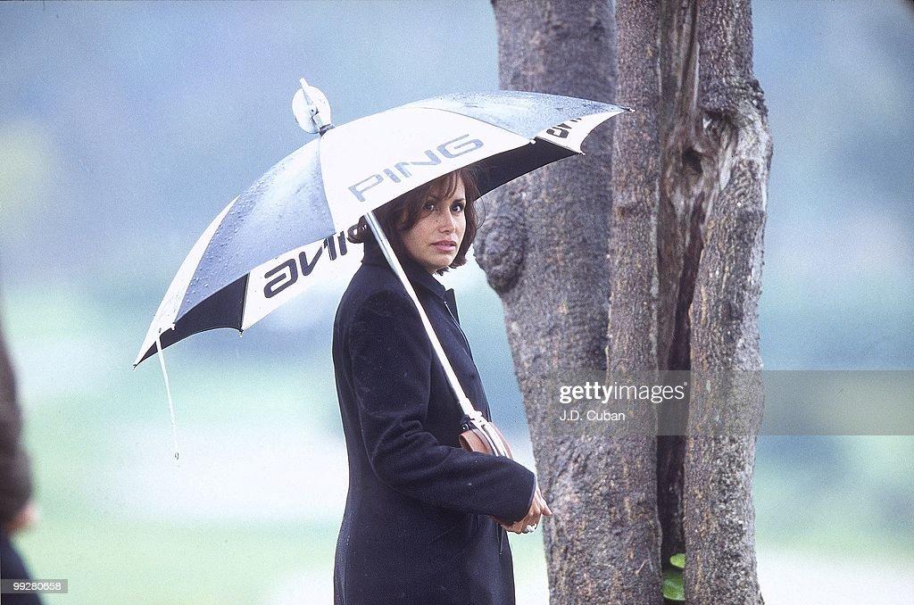 Karen Chamblee, wife of Brandel Chamblee watching Saturday play at Riviera CC. Pacific Palisades, CA 2/24/2001
