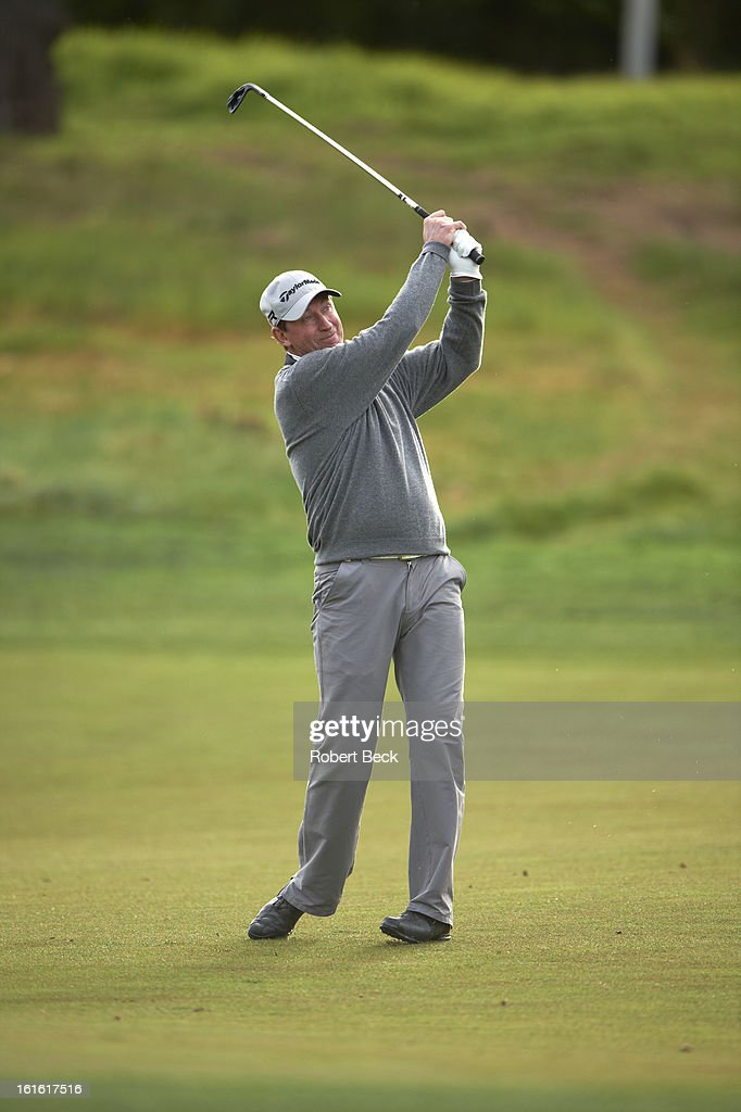 Former hockey player and NHL Hall of Famer Wayne Gretzky in action during Thursday play at Pebble Beach Golf Links. Robert Beck F4 )