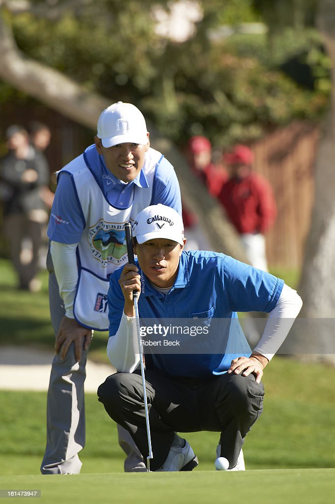 James Hahn reading the green during Sunday play at Pebble Beach Golf Links. Robert Beck F36 )