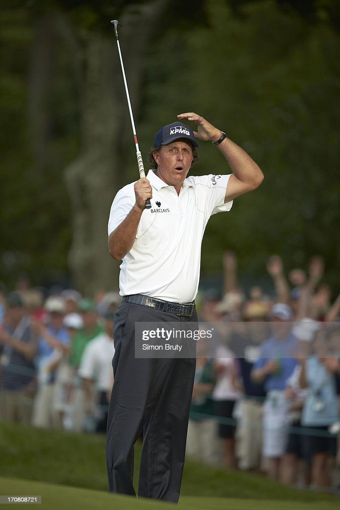 Phil Mickelson upset during Saturday play at Merion GC. Simon Bruty F77 )