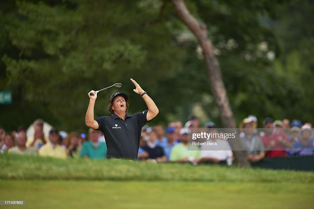 Phil Mickelson upset during Sunday play at Merion GC. Robert Beck F129 )