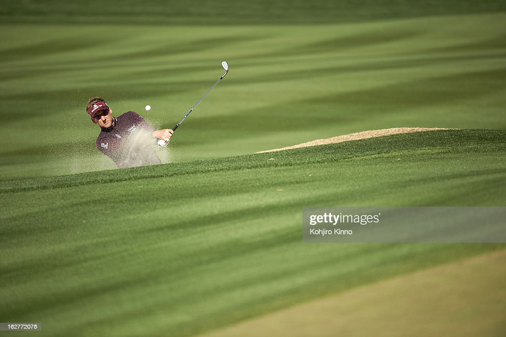 Ian Poulter in action from sand during semifinal on Sunday at Ritz-Carlton GC of Dove Mountain. Kohjiro Kinno F282 )