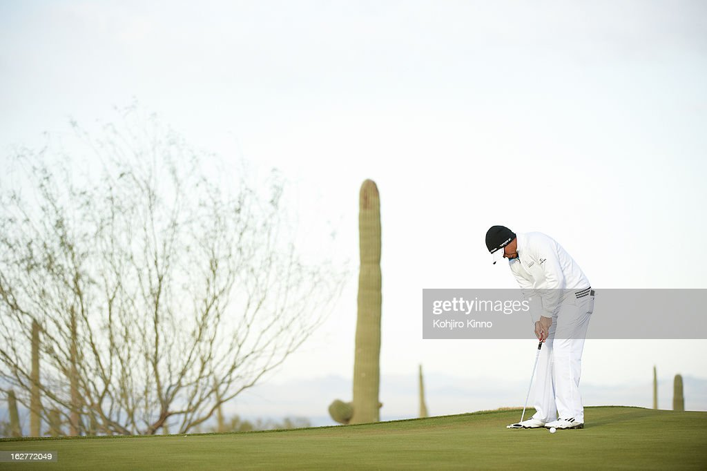Jason Day in action, putt during semifinal on Sunday at Ritz-Carlton GC of Dove Mountain. Kohjiro Kinno F63 )