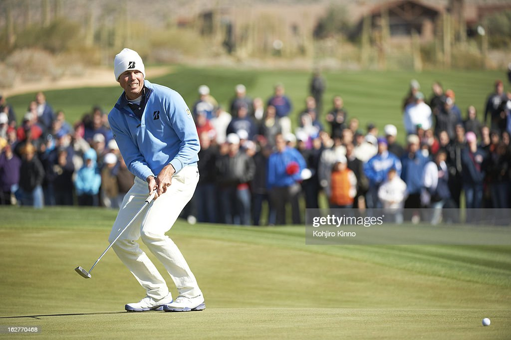 Matt Kuchar in action, putt during Sunday play at Ritz-Carlton GC of Dove Mountain. Kohjiro Kinno F117 )