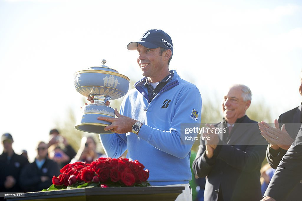 Matt Kuchar victorious with Walter Hagen Cup after winning tournament on Sunday at Ritz-Carlton GC of Dove Mountain. Kohjiro Kinno F102 )